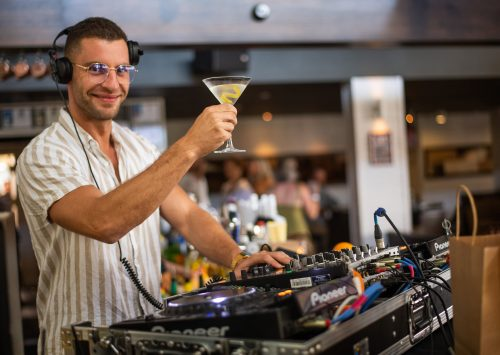 DJ's and Live music Noosa: What's on and where to go?